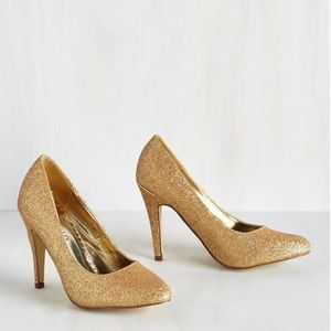 Gold Glitter Glam Heels Size 5.5